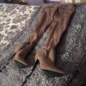 Used boots 👢 very good condition Aldo look new